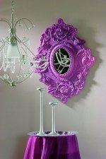 lustro z różową ramą - aranżacja